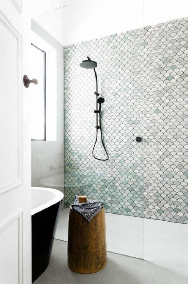 Revestimento de parede feito com pastilha em formato de concha. Fonte: Pinterest