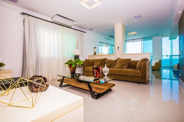 Sala com pisos para sala de porcelanato Projeto de Ariane Lopes
