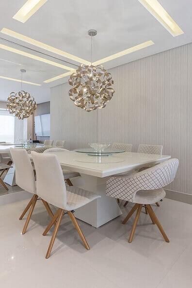 Sala de jantar com papel de parede 3D cinza Projeto de Cassia Giacomazzi