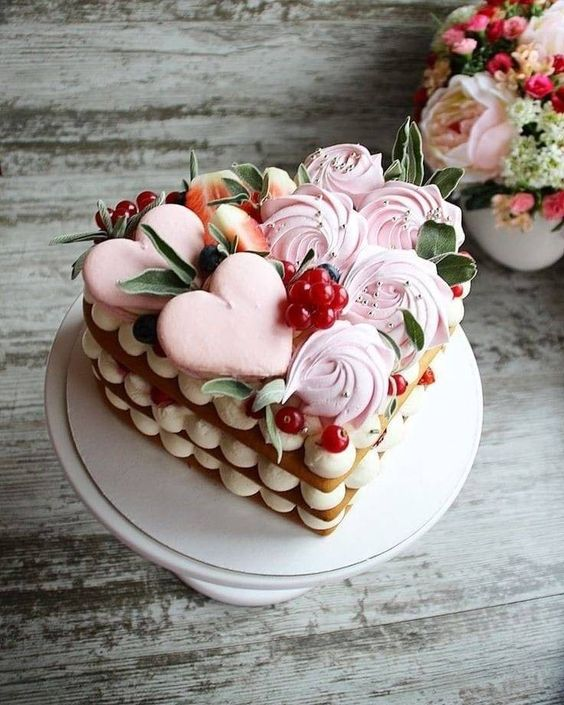 Sobremesa para jantar romântico em coração