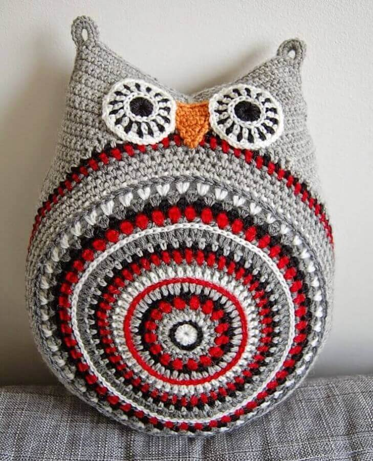 almofada de crochê em formato de coruja