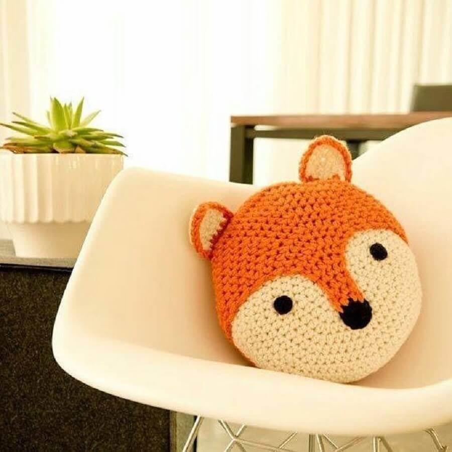 almofada de crochê em formato de raposa