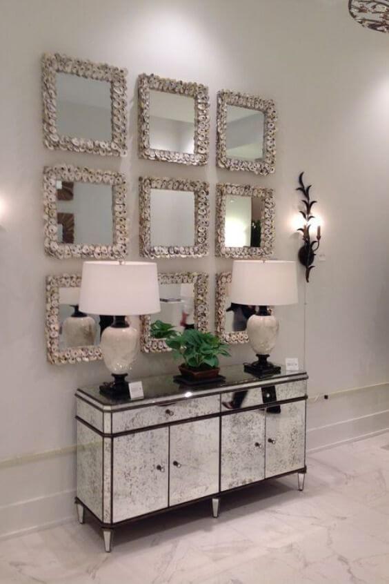 Aparador espelhado para sala de estar moderna