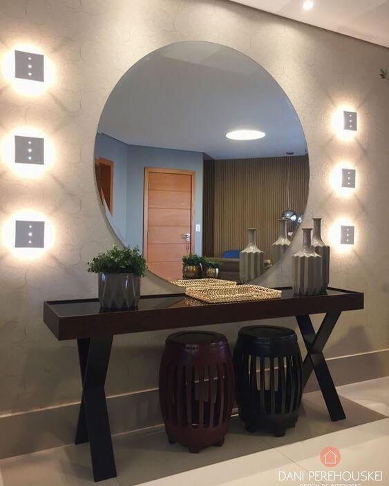 Aparador para sala com espelho redondo