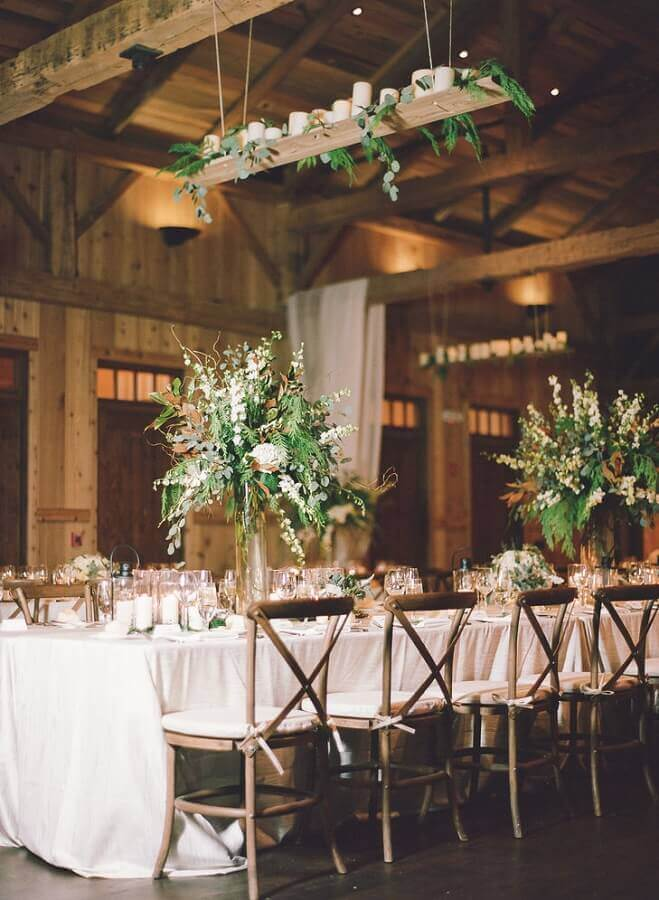 flower and foliage arrangements for rustic wedding party decoration Photo Constance Zahn