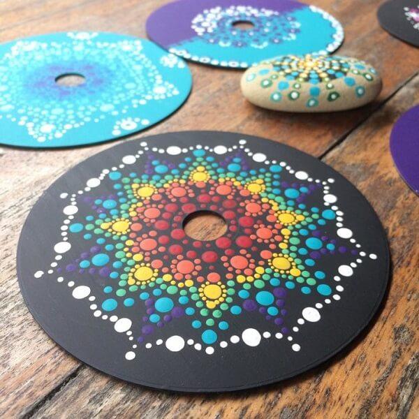 Peças criativas formadas por meio do artesanato com CD