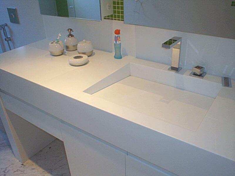 bancada de banheiro branca com pia esculpida Foto Pinterest