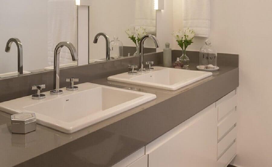bancada de banheiro com cuba embutida Foto Lore Arquitetura
