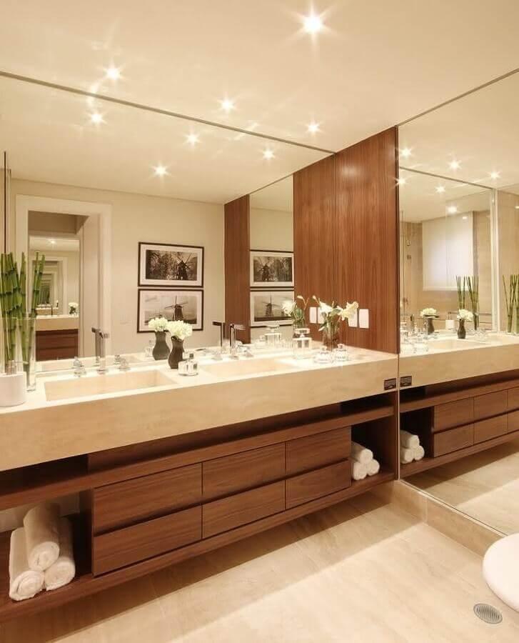 bancada de mármore para banheiro planejado com gabinete de madeira Foto Tap Arquitectos