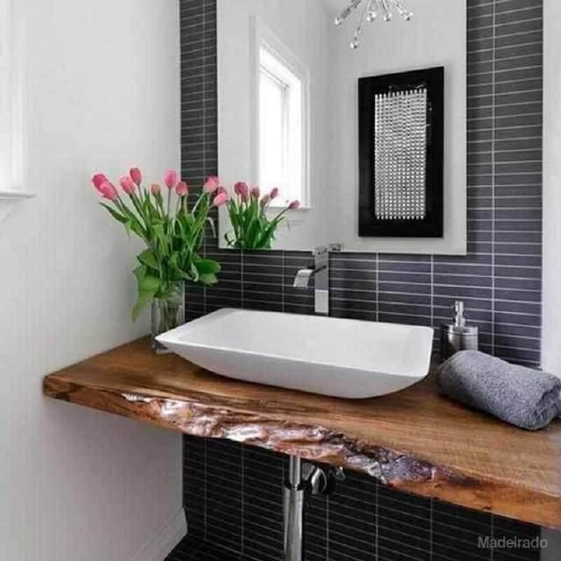 bancada de madeira para banheiro com acabamento rústico Foto Só Decor