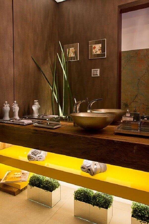 bancada de madeira para banheiro com cuba de bronze Foto Decor Salteado