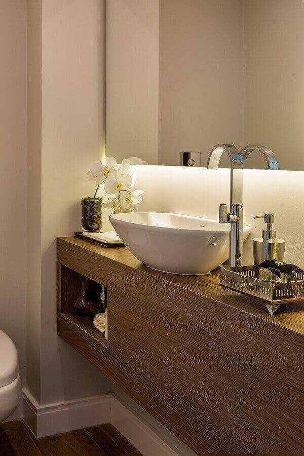 bancada de madeira para banheiro com cuba de porcelana Foto Só Decor