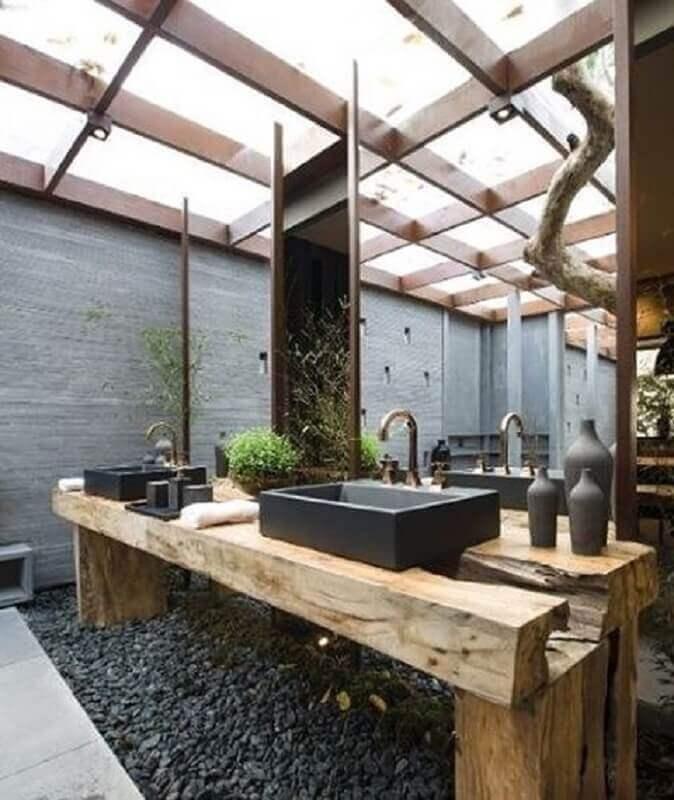 bancada de madeira para banheiro moderno com cuba preta Foto Pinterest