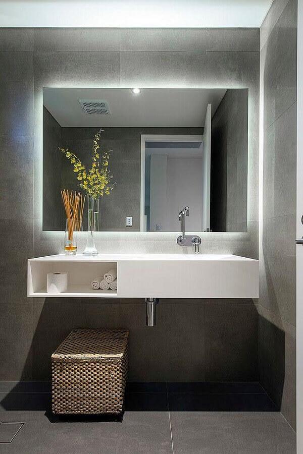 bancada para banheiro moderno com parede de cimento queimado Foto Arquidicas