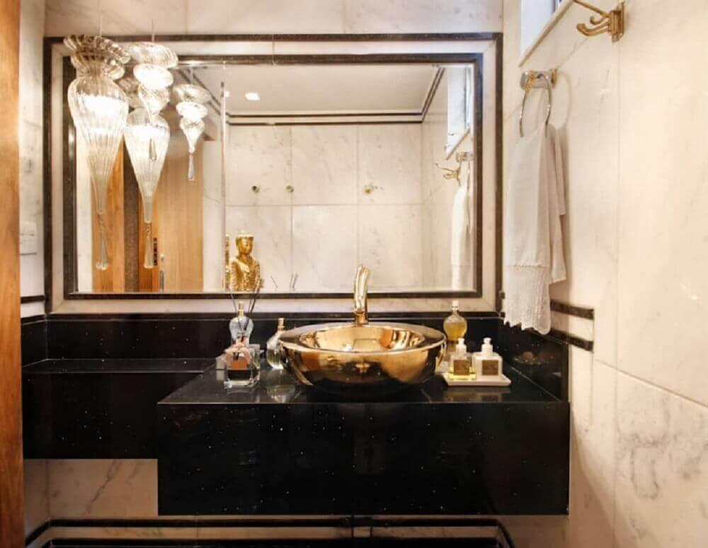 banheiro com bancada de silestone preto stellar