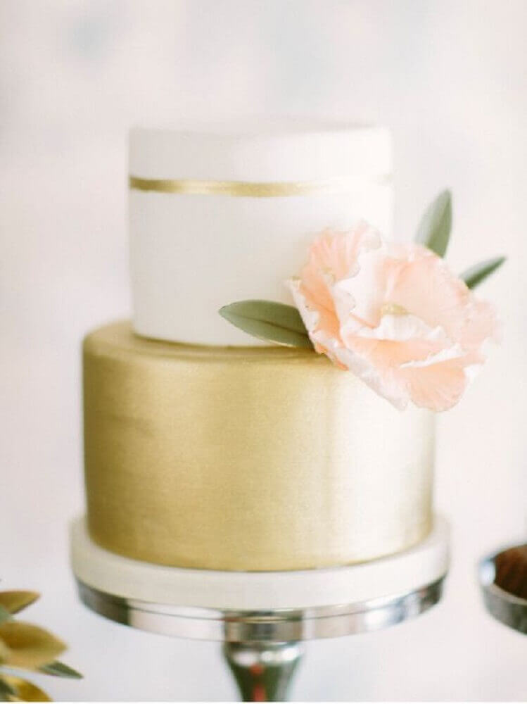 bolo de casamento 2 andares dourado e branco