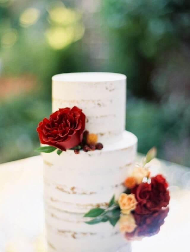 bolo de casamento 2 andares para cerimônia simples