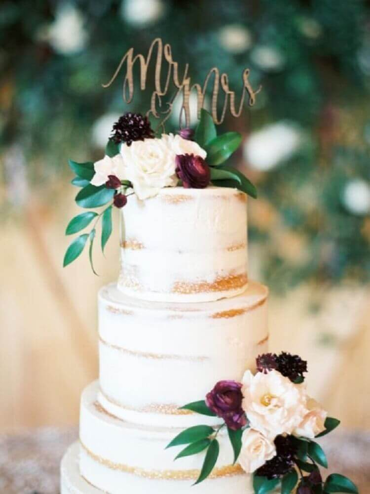 bolo de casamento 3 andares com decoração rústica