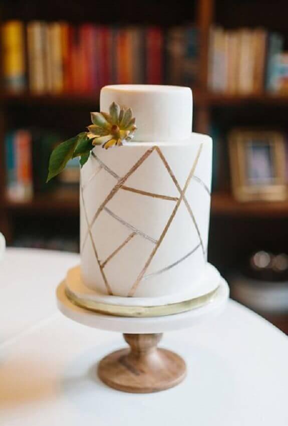 bolo de casamento branco com decoração moderna