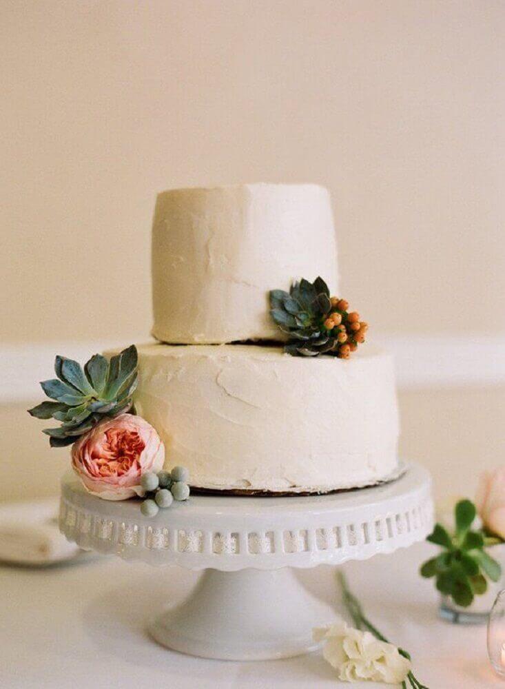 bolo de casamento simples 2 andares com suculentas decorando