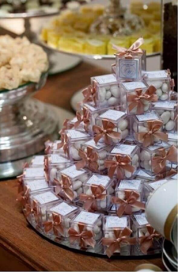 caixinhas com balinhas de lembrancinhas de casamento baratas