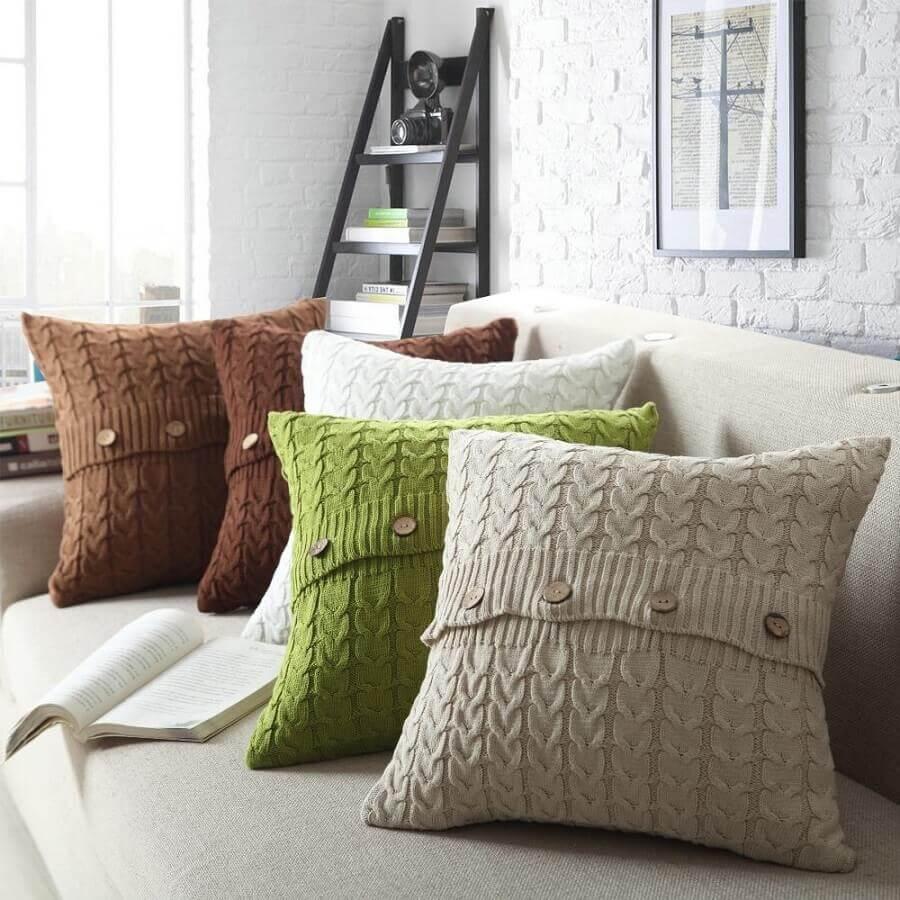 capa de almofada de crochê com botões