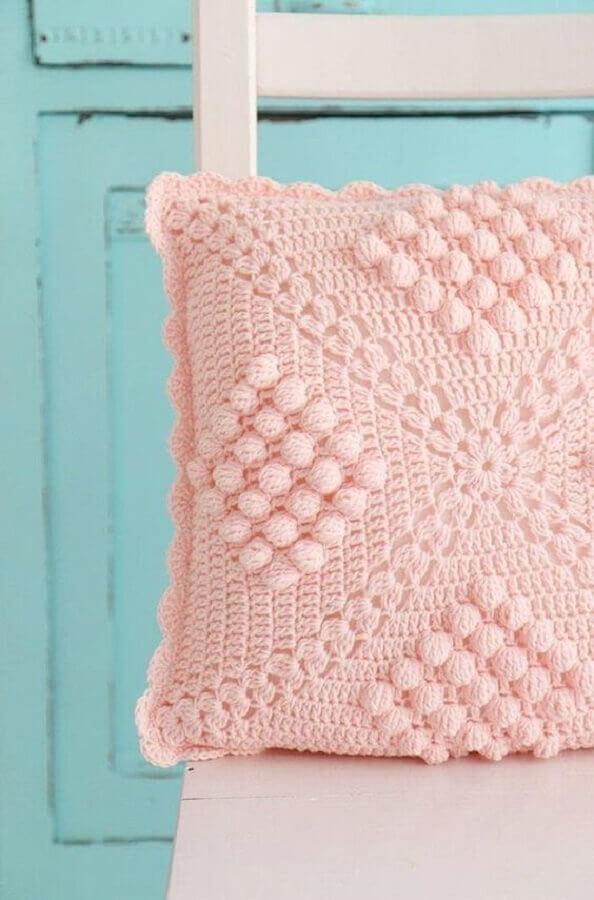 capa de almofada de crochê cor de rosa delicada