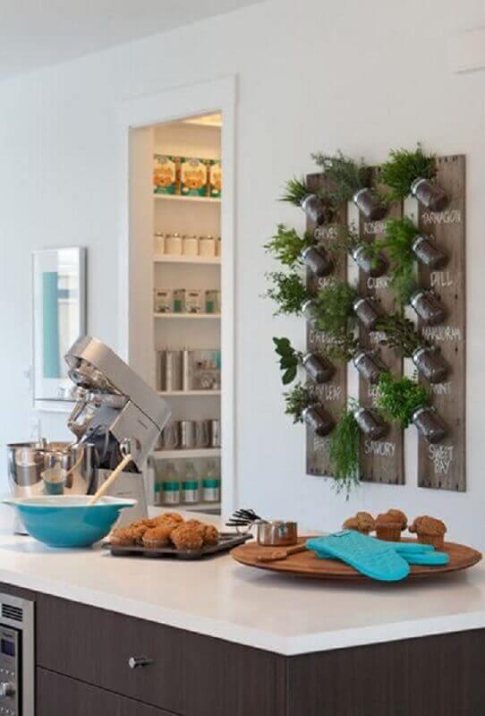 cozinha com horta vertical apartamento