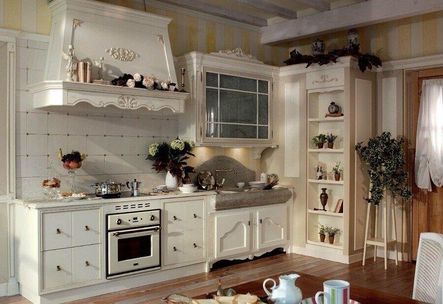 Cozinha provençal com detalhes rústicos na decoração