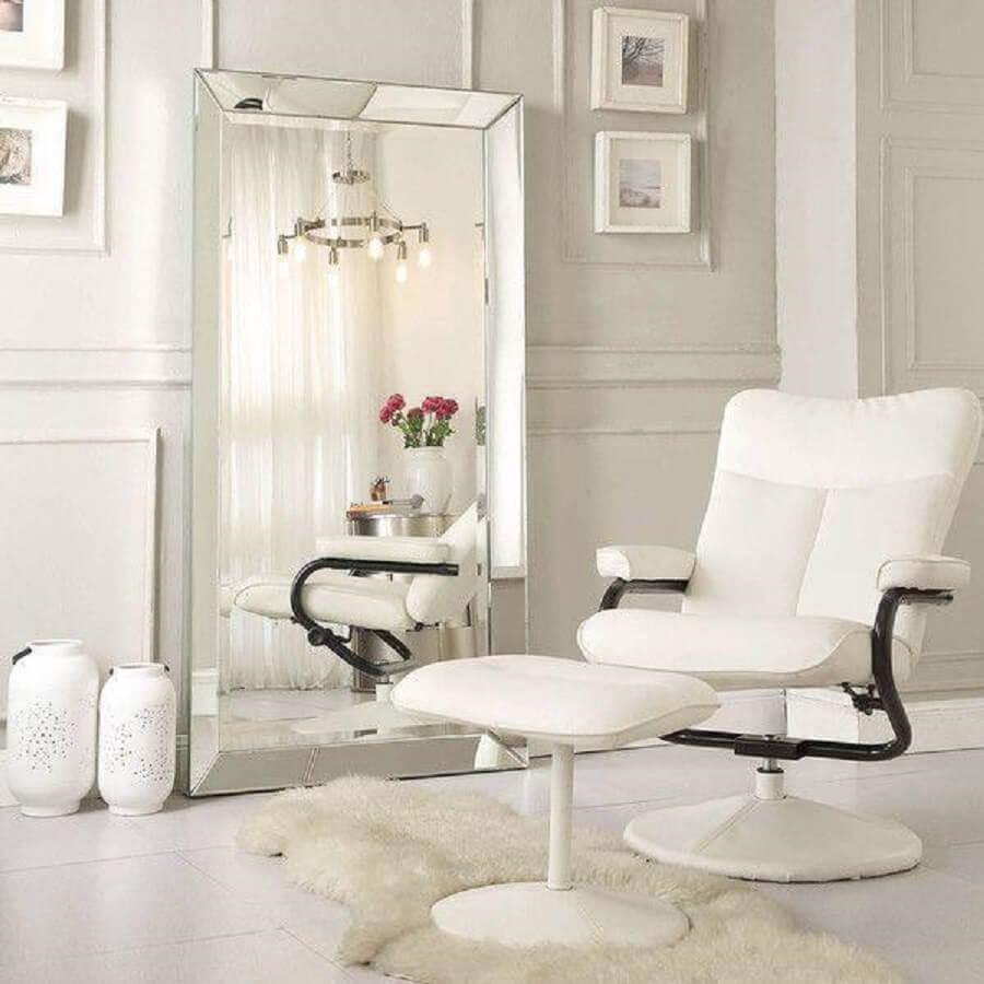 decoração clean com espelho bisotado