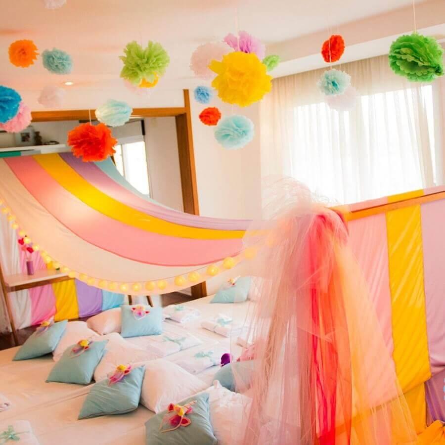 decoração colorida para festa do pijama Foto Pinterest