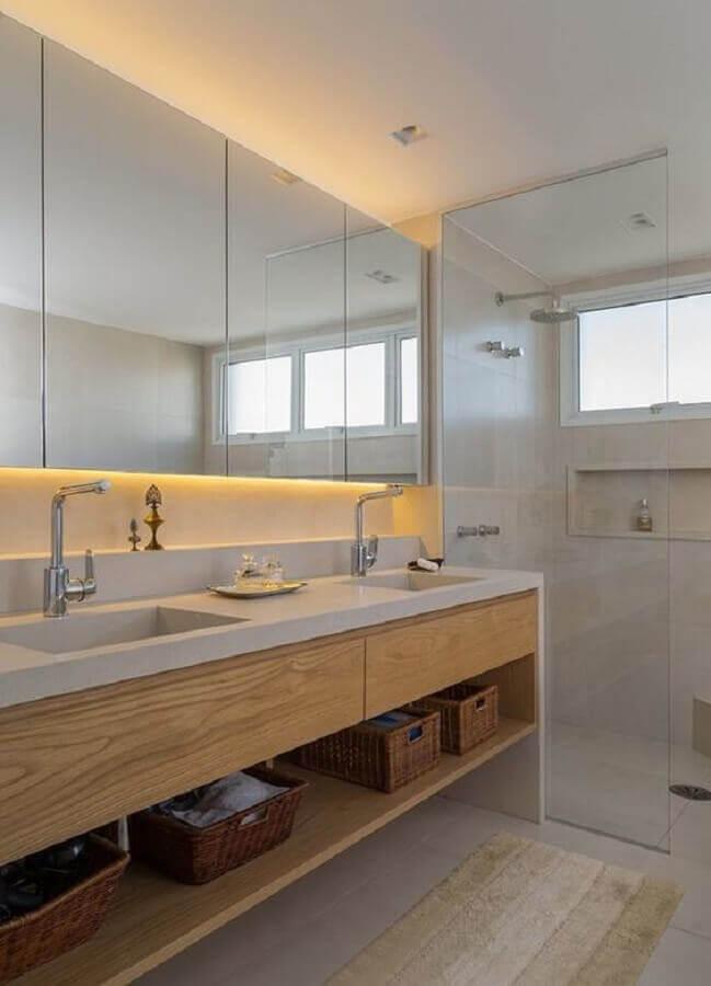 decoração com bancada de banheiro com cuba esculpida e armário de madeira Foto Pinterest