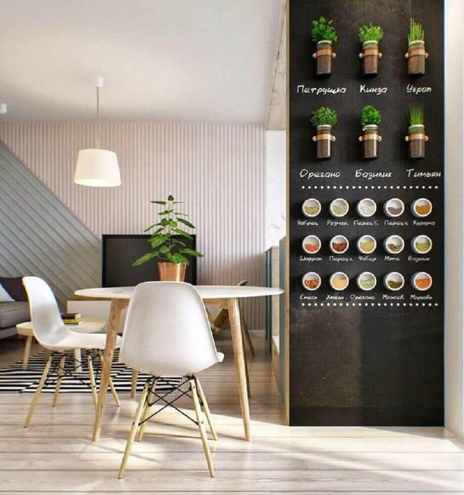 decoração com horta vertical em apartamento