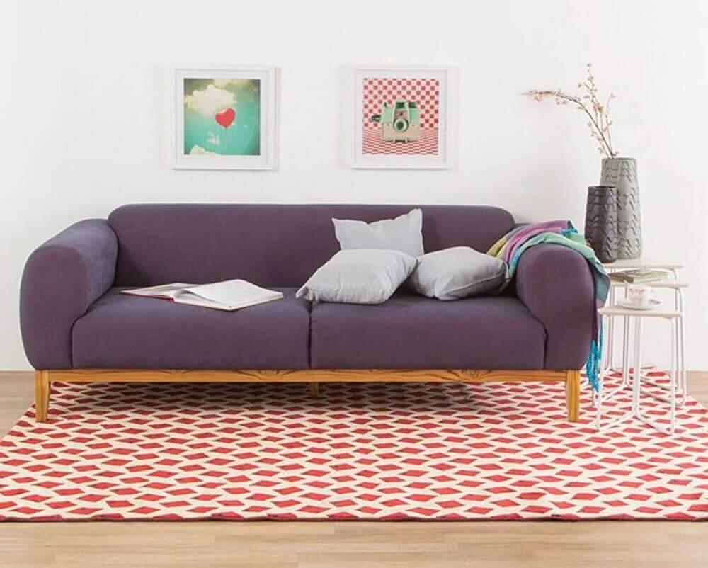decoração com sofá roxo para sala de estar