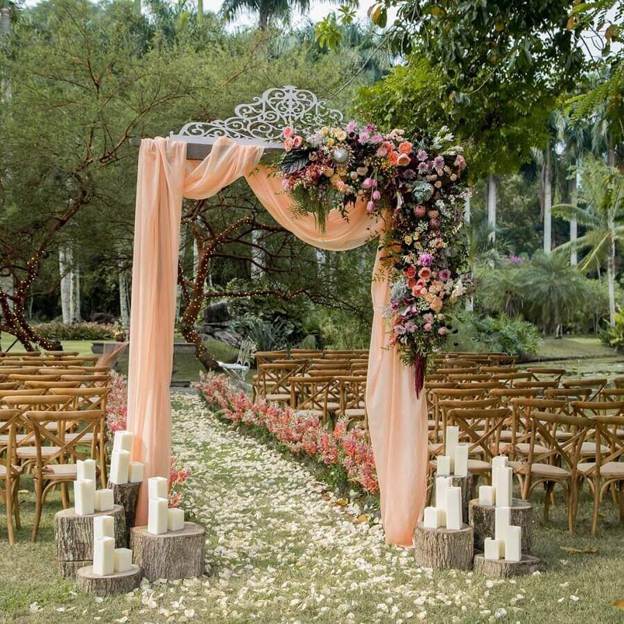 simple rustic outdoor wedding decoration WeddBook photo