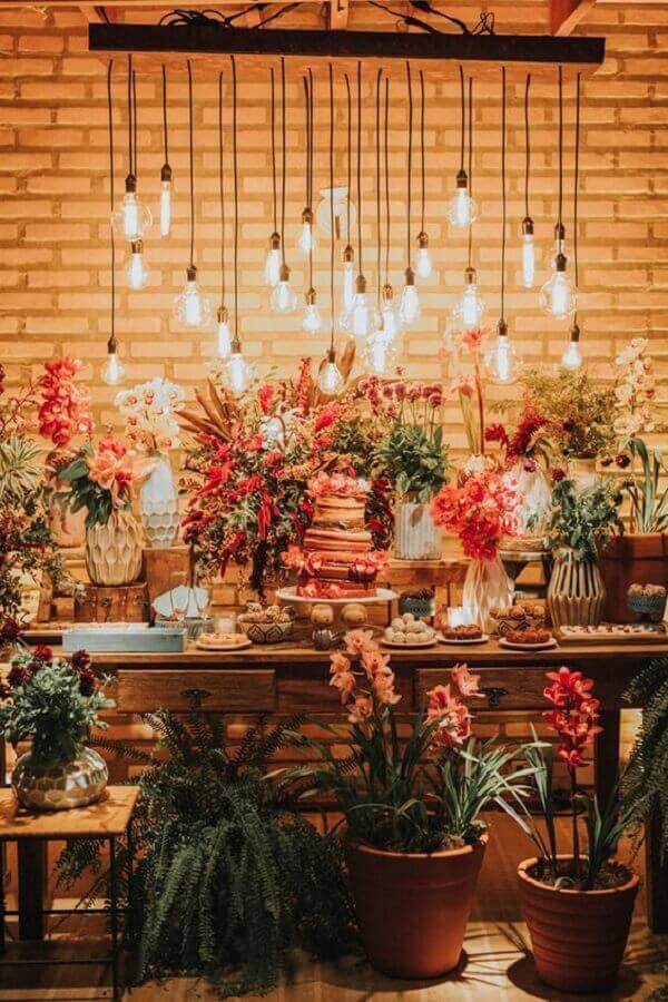 rustic wedding table decoration with red flowers and pendant lamps Photo Bride Pencil
