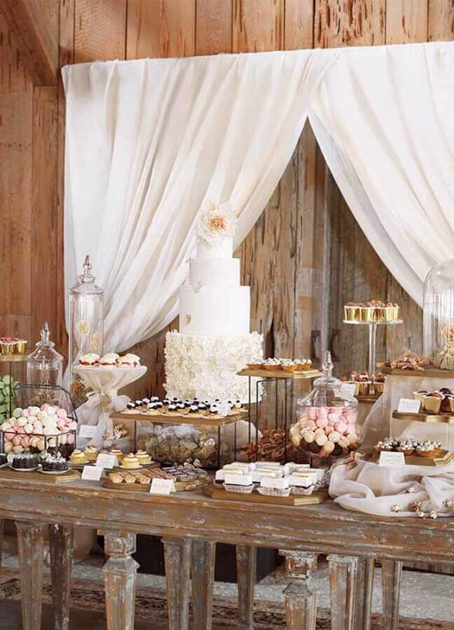 rustic and simple wedding table decoration Foto Weddbook