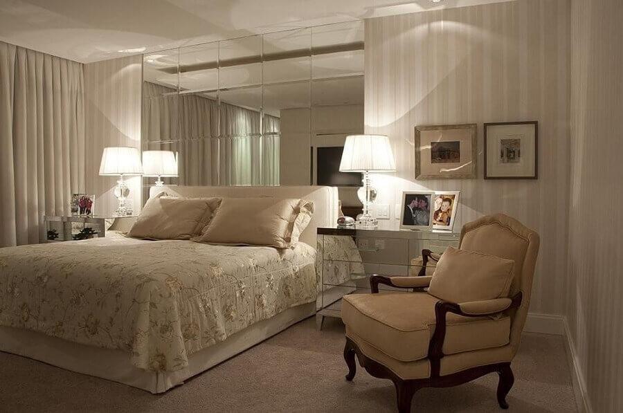 decoração de quarto com espelho bisotado