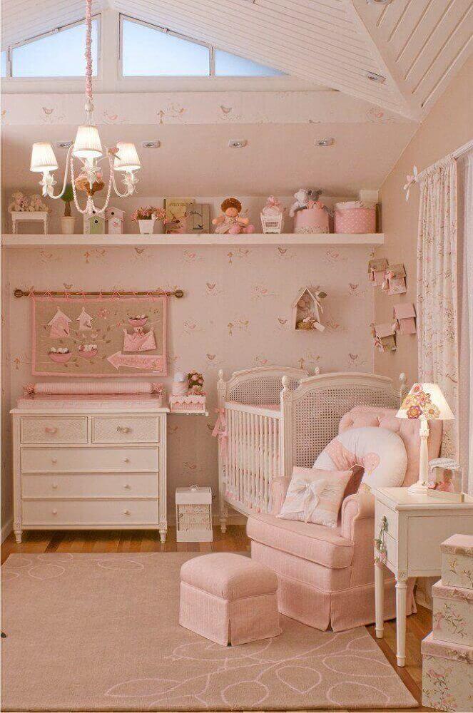 decoração de quarto de bebê feminino em tons de rosa