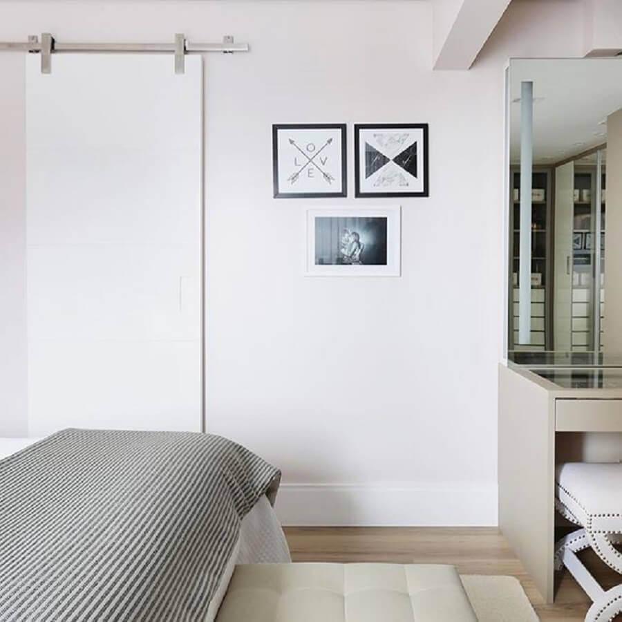 decoração de quarto de casal com quadros minimalistas