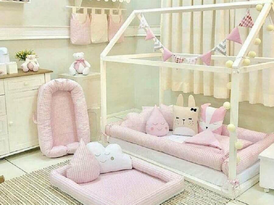 decoração de quarto infantil feminino com estilo montessoriano