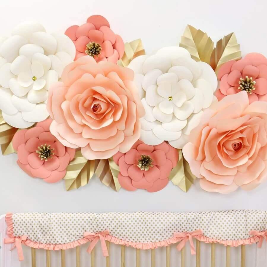 decoração delicada com maxi flores de papel