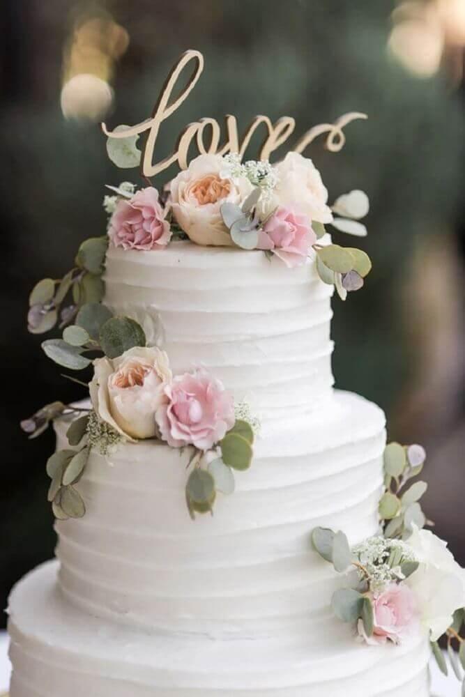 decoração delicada para bolo de casamento 2 andares