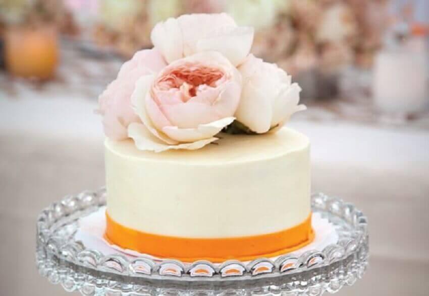 decoração para bolo simples de casamento