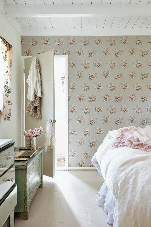 decoração provençal com papel de parede com estampa floral