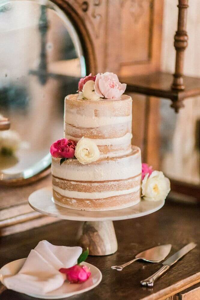 decoração rústica para bolo simples de casamento