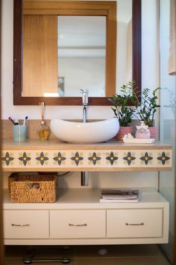 decoração simples com bancada de banheiro com cuba branca Foto Lá de Casa