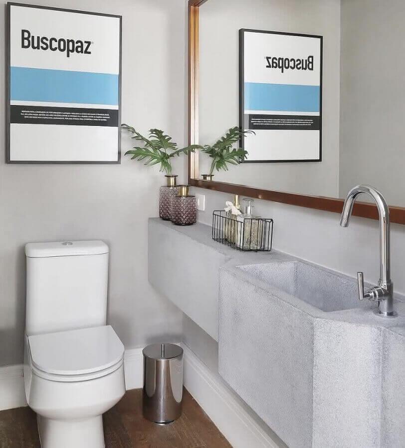 decoração simples com bancada de banheiro em cimento queimado Foto Webcomunica