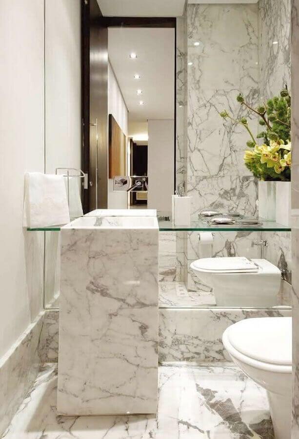 decoração sofisticada com bancada de vidro para banheiro com cuba de mármore Foto A Gente Decora