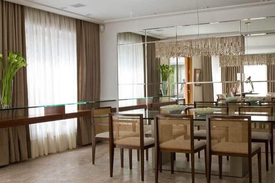 decoração sofisticada com espelho bisote para sala de jantar